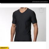 T-Shirt in schwarz mit V-Neck aus Microfaser